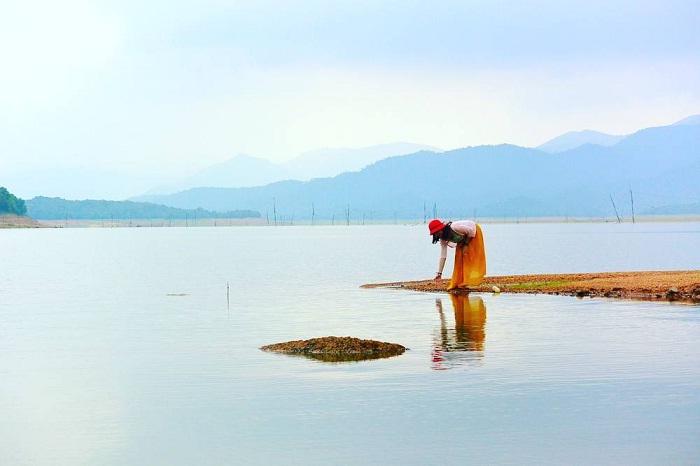 Peaceful scenery at Quy Nhon Nui Mot Lake