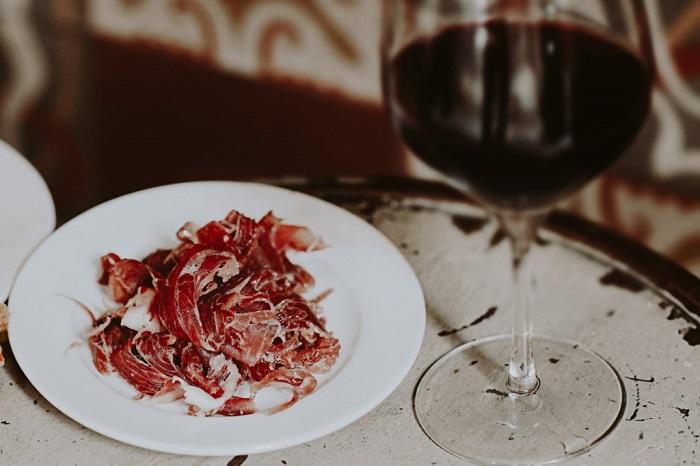Thịt nguội giăm bông Iberia - món ngon ẩm thực Barcelona