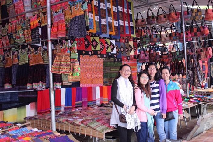 Experience Bac Ha fair tourism
