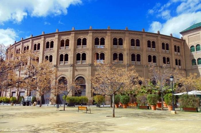 Quảng trường Plaza de Toros -  những khu phố thú vị ở Granada