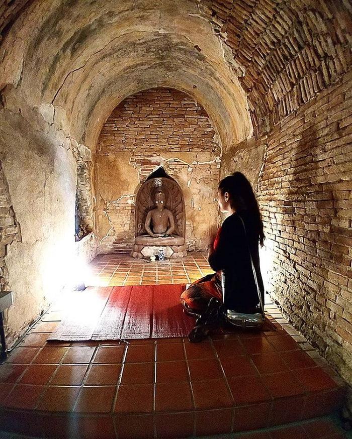 tượng phật trpng hang - nét ấn tượng của đền Wat Umong