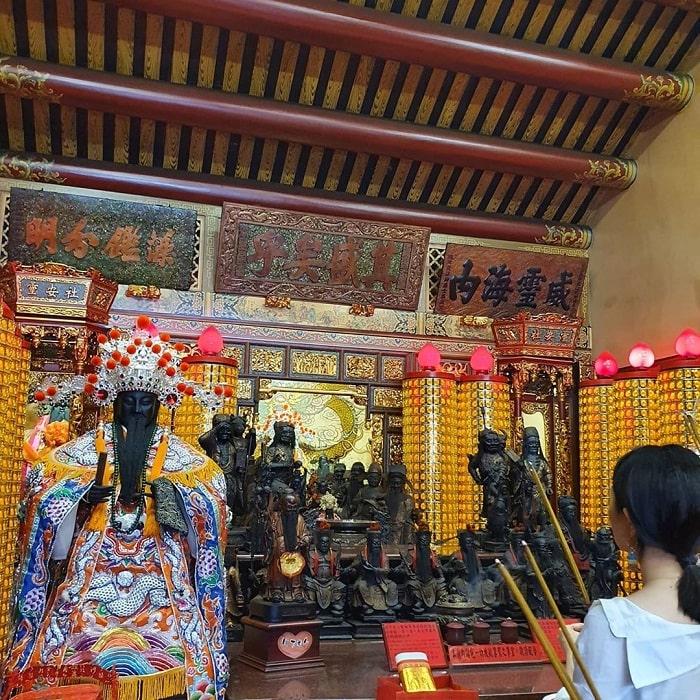 các vị thần được thờ trong đền Hà Hải Đài Bắc