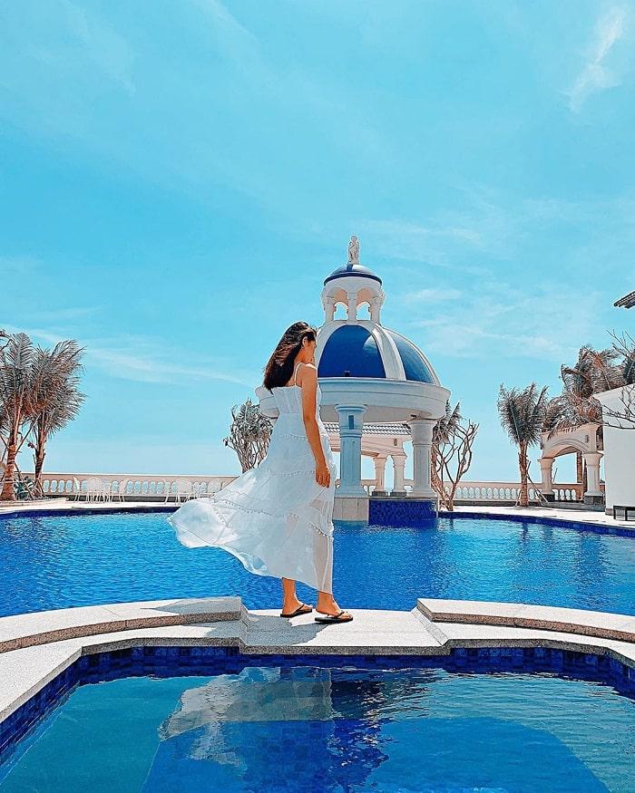tắm ở bể bơi gần biển - hoạt động thú vị tại biển Phước Hải Vũng Tàu