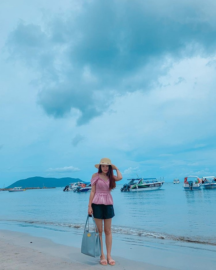 What to wear when going to Con Dao - choose cool cool clothes