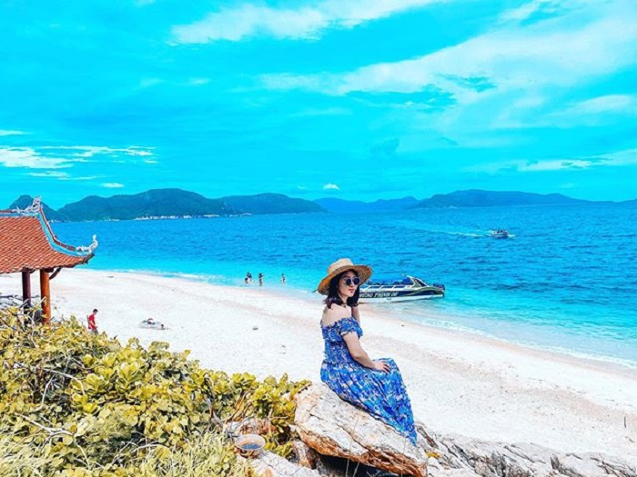 What to wear when going to Con Dao - choose maxi dresses for women
