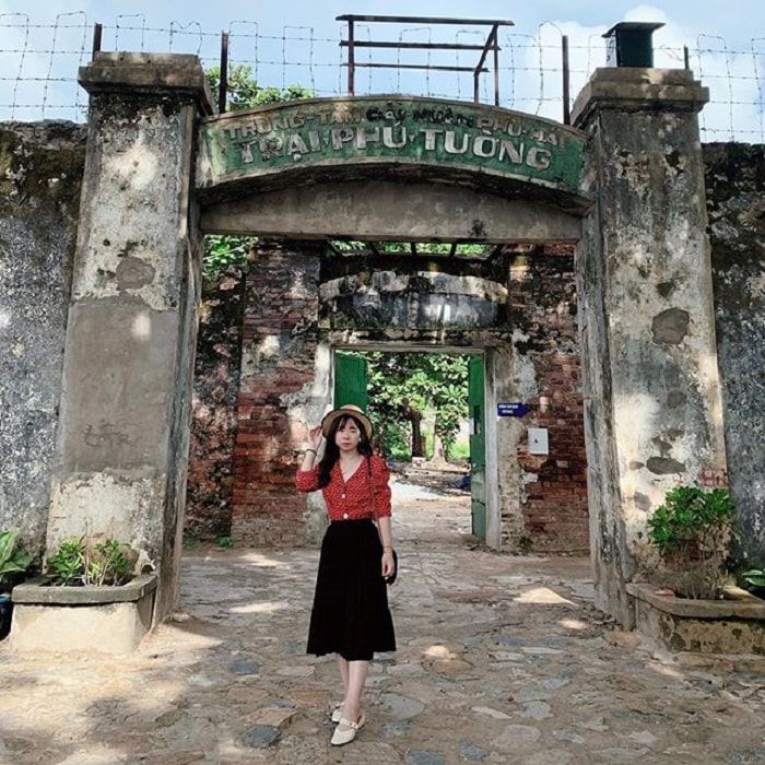 What to wear when going to Con Dao - polite clothes when visiting Con Dao prison