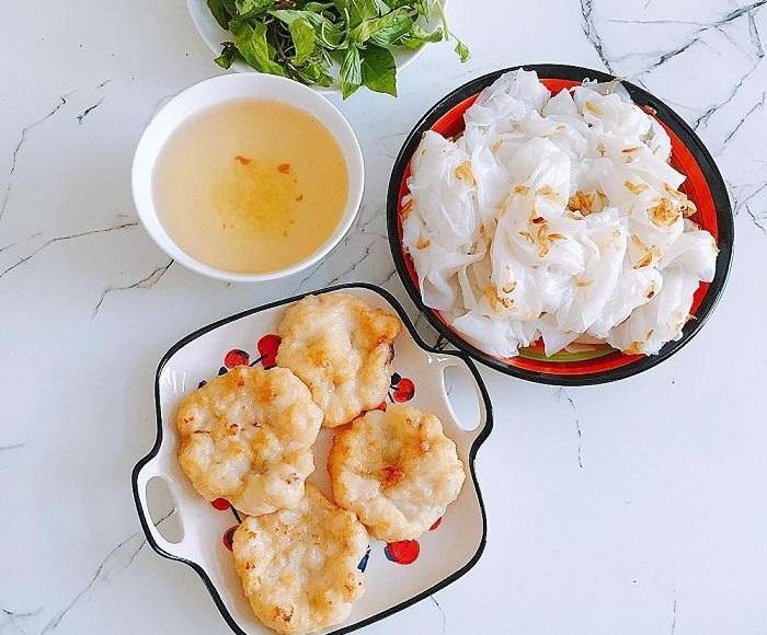 Những món ăn sáng ngon ở Hạ Long- bánh cuốn chả mực