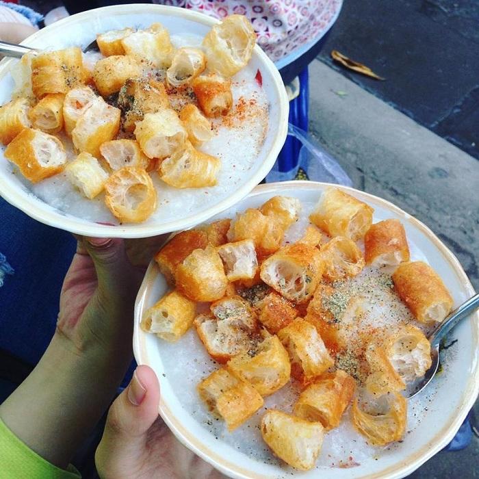 Những món ăn sáng ngon ở Hạ Long- cháo trai