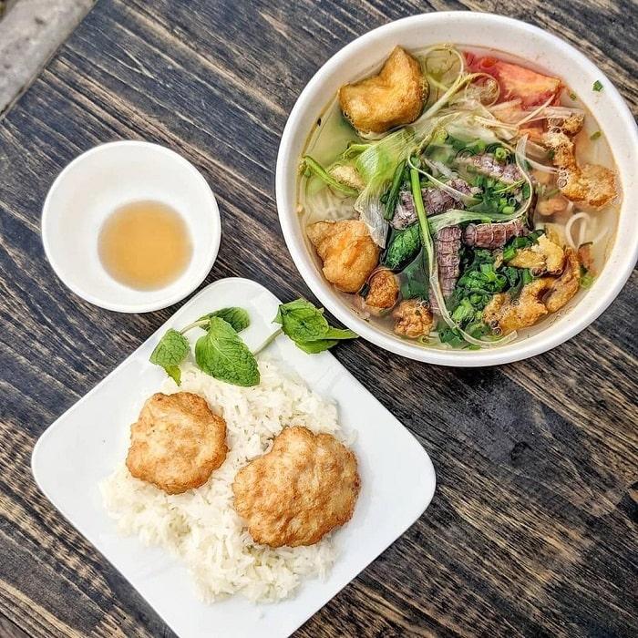 Những món ăn sáng ngon ở Hạ Long- xôi chả mực