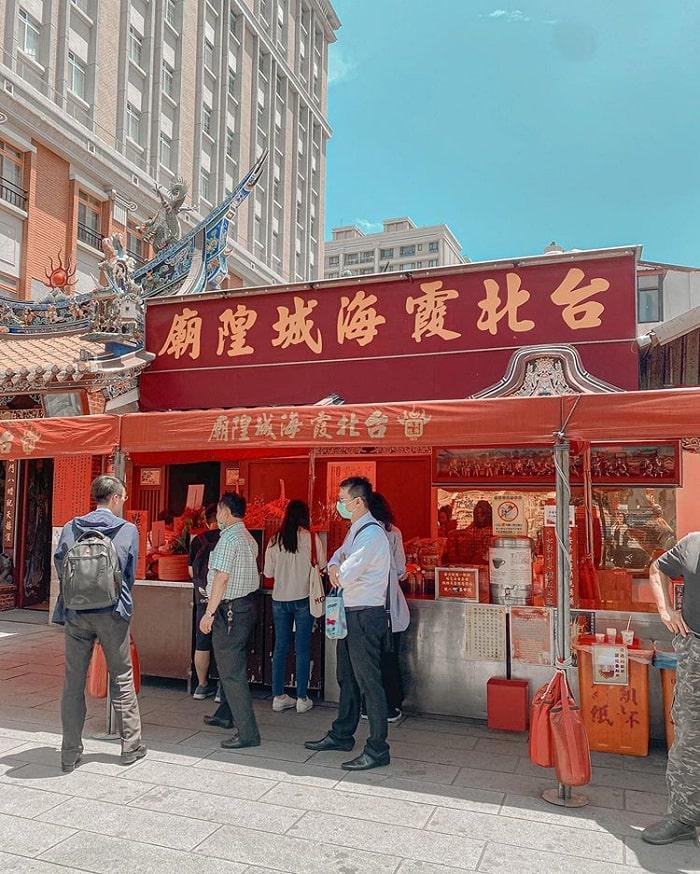 cửa hàng bán đồ lễ - khu vực quan trọng tại đền Hà Hải Đài Bắc