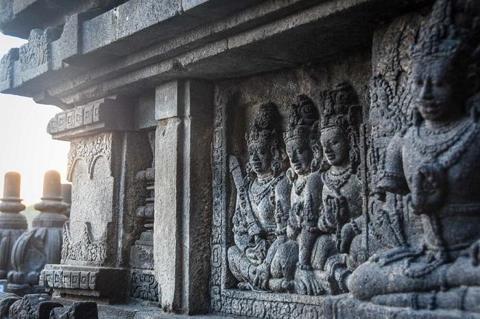 Đền Prambanan được xây dựng vào giữa thế kỷ thứ 9