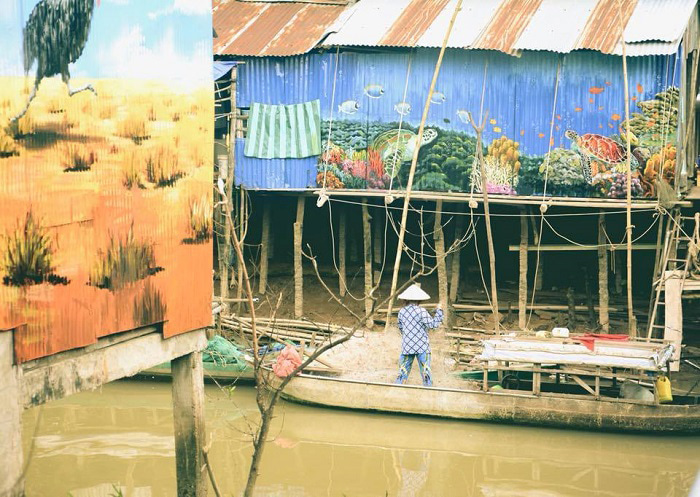 Check in Cao Lanh frescoed village - river landscape becomes more lively