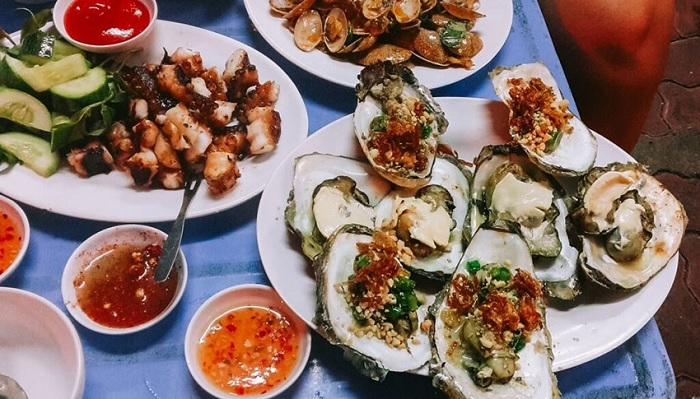 Snacking Street Vung Tau - Do Chieu is famous for young people