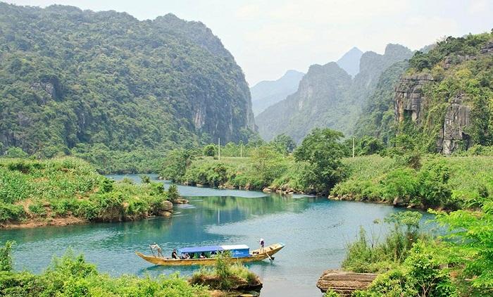 Phong cảnh hữu tình ở động Tiên Sơn Quảng Bình