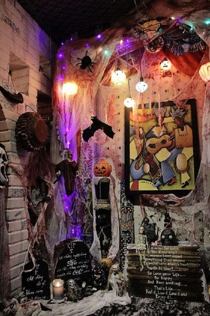 Giờ Dây Thun - quán cà phê trang trí halloween ở Sài Gòn
