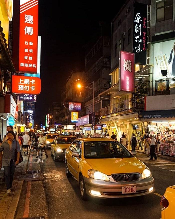 taxi - phương tiện di chuyển quên thuộc đến phố ẩm thực Yongkang
