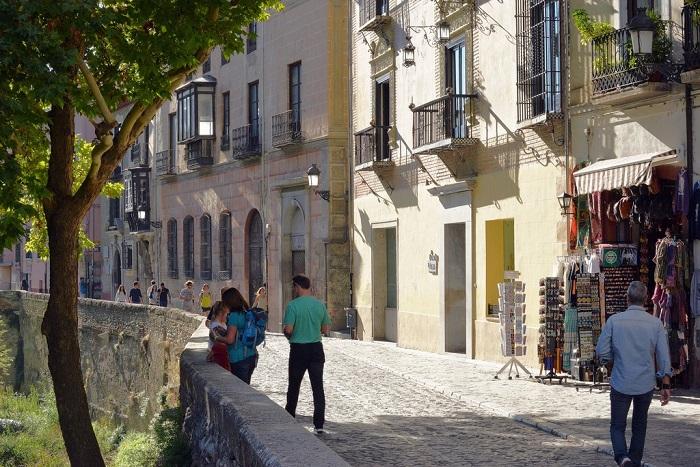 The Centre là một trong  những khu phố thú vị ở Granada