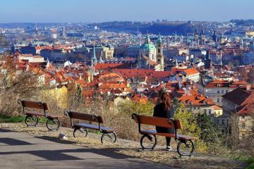 Đồi Petrin - ốc đảo xanh trong lòng thành phố Praha sầm uất