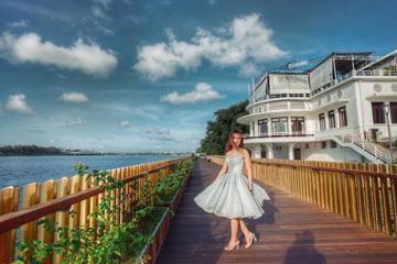 Check in cầu đi bộ gỗ lim Huế vừa 'sang' vừa 'xịn' bên bờ sông Hương