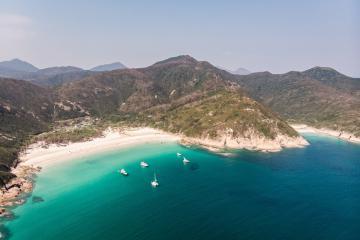 Những bãi biển đẹp mê hồn của xứ Cảng Thơm thỏa sức bơi lội, vui chơi