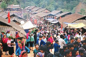 'Đột nhập' chợ phiên Bắc Hà ở Lào Cai để trải nghiệm văn hóa vùng cao