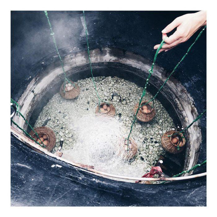 The secret to visiting Binh Chau hot spring - Experience boiling eggs with natural hot water
