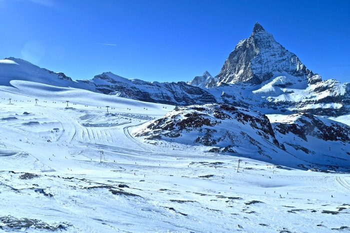 Skiing to see the Matterhorn Peak - Winter exploration in Zermatt Switzerland
