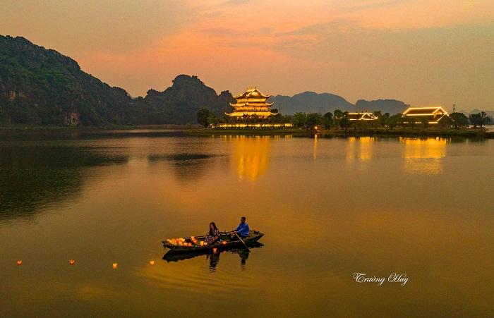 Chùa Vàng - một trong những điểm vui chơi về đêm tại Ninh Bình lãng mạn