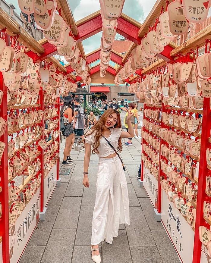 cây ước nguyện - gốc checkin tại đền Hà Hải Đài Bắc