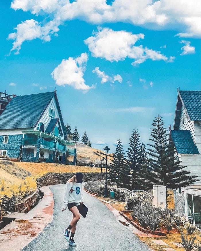 virtual life in the European village of Da Lat