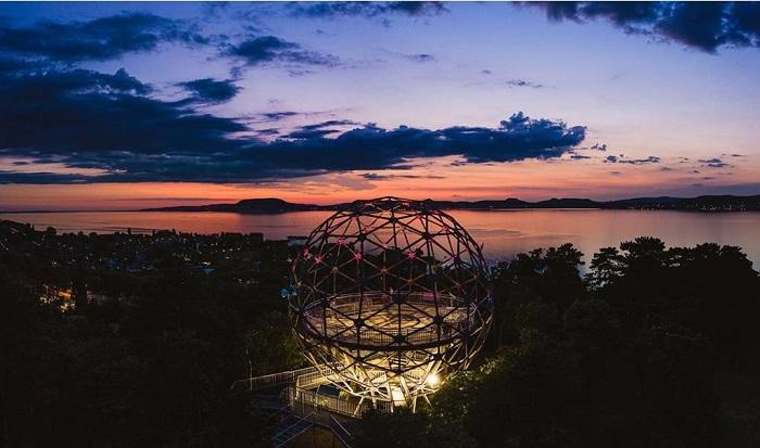 Tháp quan sát hình cầu Xantus János, Balatonboglár Hồ Balaton Hungary