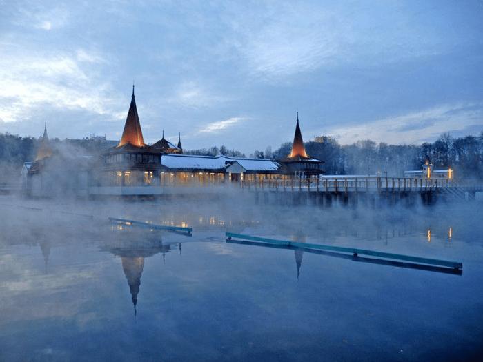 Hồ nước nóng Hévíz Hồ Balaton Hungary