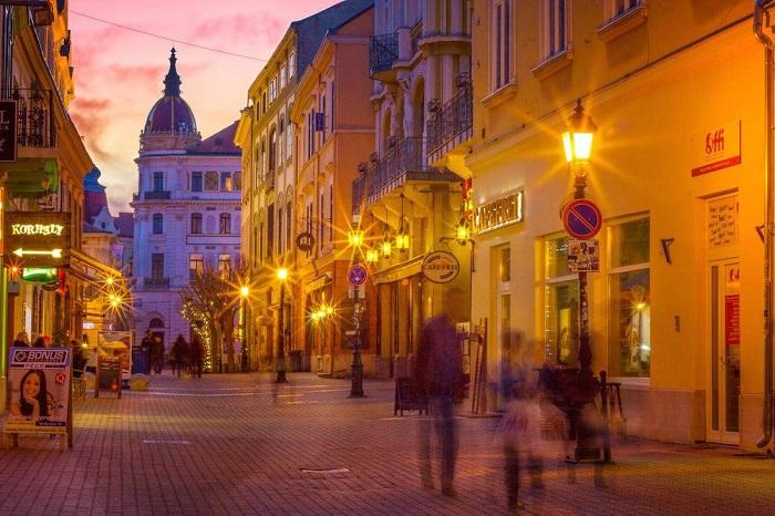 Király utca vào buổi tối - Du lịch Pecs