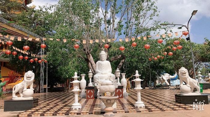 chùa Thái Sơn núi Cậu Bình Dương- ngắm cảnh