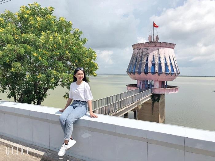 chùa Thái Sơn núi Cậu Bình Dương- hồ Dầu Tiếng