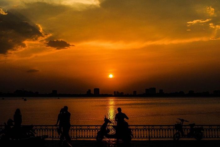 Hà Nội là địa điểm ngắm hoàng hôn đẹp ở Việt Nam