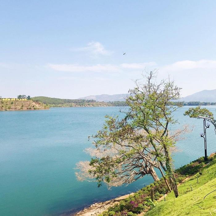 T Nưng là hồ nước đẹp ở Tây Nguyên
