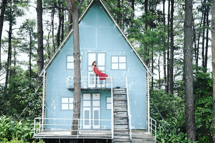 nhà gỗ - góc sống ảo tại phim trường Sake Garden
