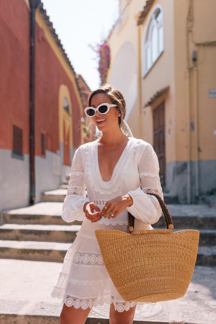 Các loại túi cũng là phụ kiện du lịch cho nữ giới rất quan trọng
