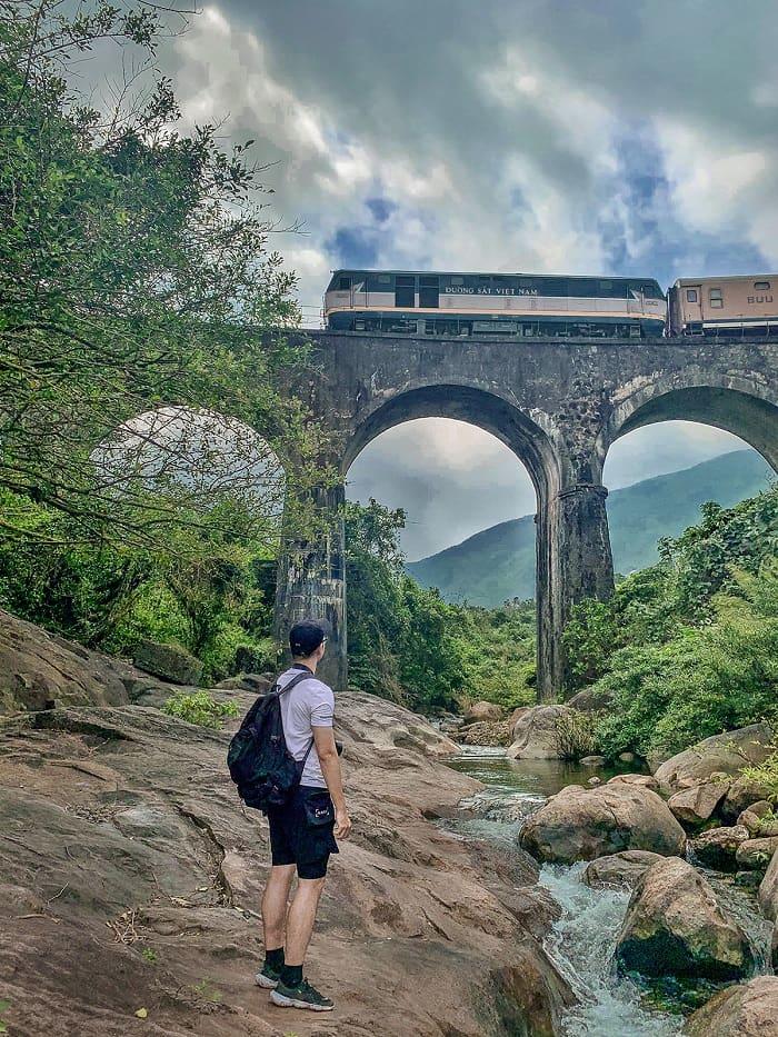 Cầu Vòm Đồn Cả - điểm check in ở đèo Hải Vân được yêu thích