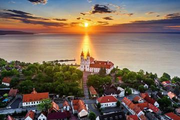 Có gì hấp dẫn ở vùng hồ Balaton lớn nhất Trung Âu?