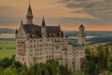 Vẻ đẹp cổ tích của lâu đài Neuschwanstein nằm ở chân núi Alps