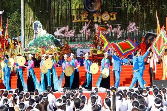 Vui 'quên lối về' trước những lễ hội ở Hòa Bình đặc sắc