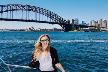 Check–in mỏi tay tại cầu cảng Sydney của Úc