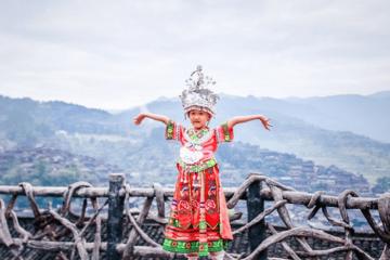 Ghé Thăm Ngôi Làng Cổ Thiên Hộ Miêu Trại 1.700 Tuổi Của Trung Quốc
