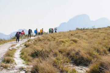 Cận cảnh cung đường trekking Lảo Thẩn đẹp như một giấc mơ