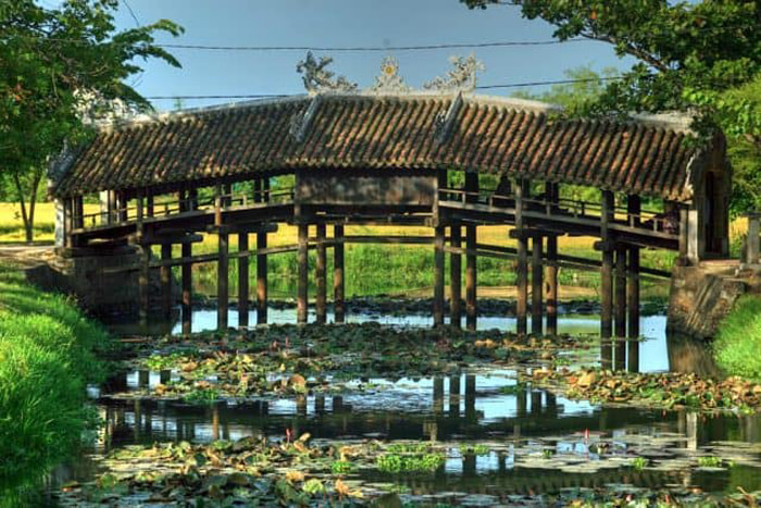 Check in tile bridge Thanh Toan Hue - built by Mrs. Tran Thi Dao