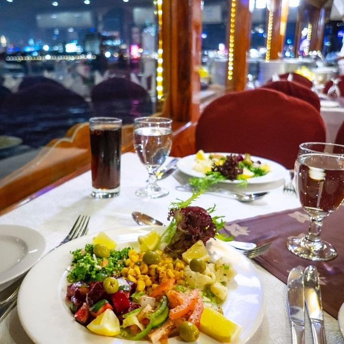 đi thuyền Dhow ăn tối