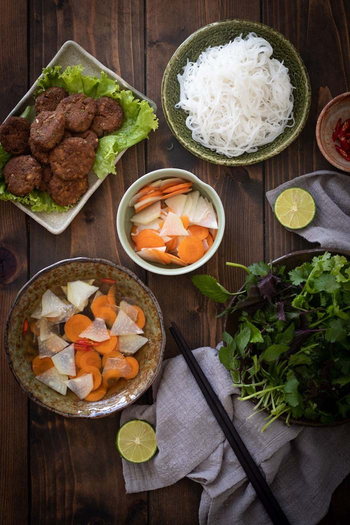 List of delicious vermicelli dishes in Vietnam - Bun cha can add a cup of sauce to the bowl when eaten