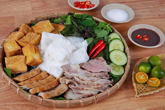 List of delicious vermicelli dishes in Vietnam - Vermicelli with shrimp paste and shrimp sauce is a popular dish